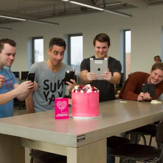 T-Mobile smijt met taart